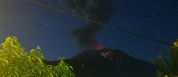 Semburan Abu Vulkanik Capai 3000m, Gunung Agung Berstatus Siaga