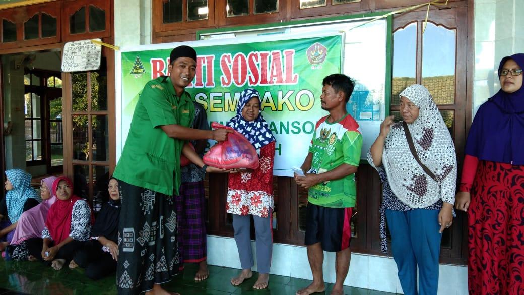 Sambut Puasa, Ansor Banyupoh Bagi Sembako