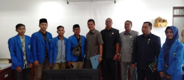 Terkait Revisi UU KPK, PMII Buleleng Audiensi ke DPRD