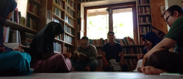 Tanamkan Budaya Membaca, Redaktur LTN Ajak FPM ke Taman Baca