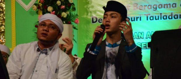 Gus Azmi Sapa Ribuan Penggemar di Peringatan Maulid Nabi Yayasan Al Hidayah