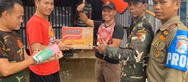 Banser Nahdlatul Ulama Evakuasi Korban Banjir Jakarta