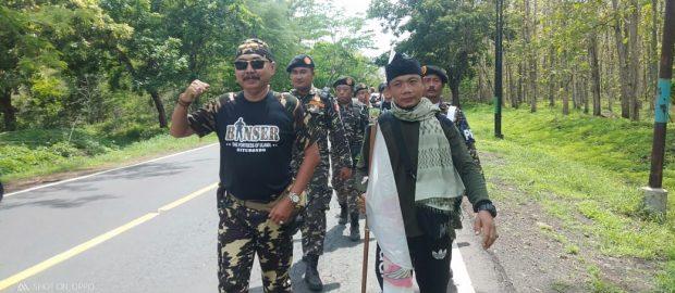 Disambut 30 Anggota Banser Situbondo, Diding Kadir Lintasi Hutan Baluran