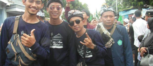 Memakai Udeng, Alumni Sukorejo Asal Bali Ikuti Kirab Haul Majemuk