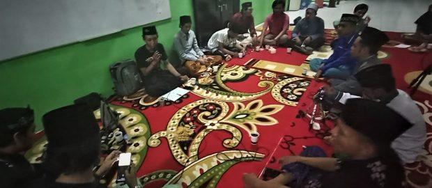 """""""Lailatul Kopdar"""" PW IPNU Bali Bersama AIS Bahas Media Sosial"""