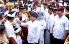 Bupati Anas Hadiri Perayaan Kuningan di Pura Agung Blambangan
