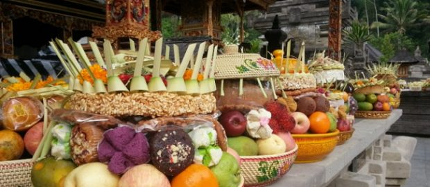 Fikih Muslim Bali: Hukum Makan Buah Sesajen Galungan dan Kuningan Bagi Muslim