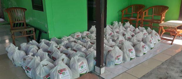 PRNU Pering dan MWCNU Blahbatuh Bagi-bagi Sembako
