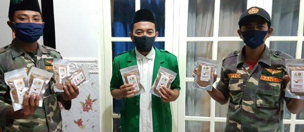 Alihkan Uang Rokok untuk Sembako, Ansor Buleleng Bagikan Tembakau