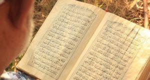 Di Bali ada Non Muslim Belajar Yasin untuk Saudaranya Muslim yang Meninggal