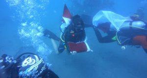 Di Buleleng, Pengibaran Bendera Dilakukan di Dasar Laut