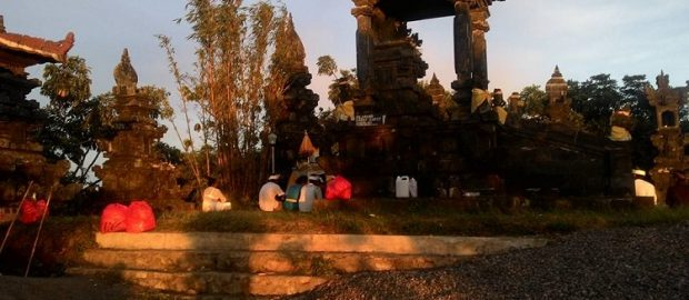 """Kerukunan Umat Beragama dalam Peringatan """"Safaran"""" di Pura Bhur Loka Banjar Bukit Tabuan Karangasem"""