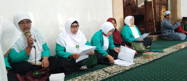 """Gelar """"Ngurisang"""", PAC Fatayat NU Baturiti Rawat dan Lestarikan Tradisi"""