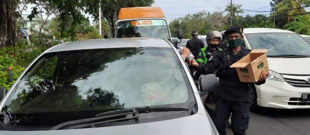 Antisipasi Lonjakan Covid 19 Saat Pesta Akhir Tahun, PGN Bali Bagikan Ribuan Botol Hand Sanitizer ke Pengguna Jalan