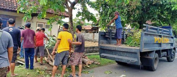 Bersihkan Kantor Sekretariat, PCNU Buleleng Dibantu SPN Singaraja Rayakan Harlah ke-95 NU