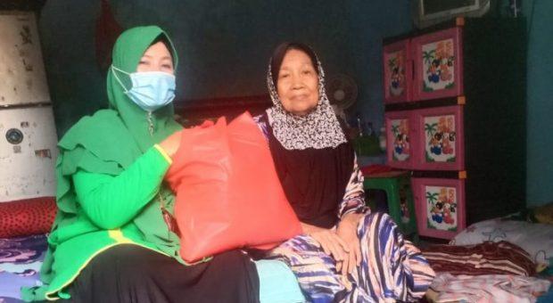 Sambut Ramadhan, Muslimat NU Al-Istiqamah Bersama Muslimat NU Denbar Bagikan Paket Sembako Untuk Dhuafa, Mualaf, dan Anak Yatim