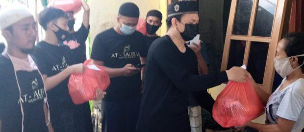 Rutin, Ketakmiran Masjid At Taubah Kampung Mumbul Singaraja Santuni Warga Kurang Mampu