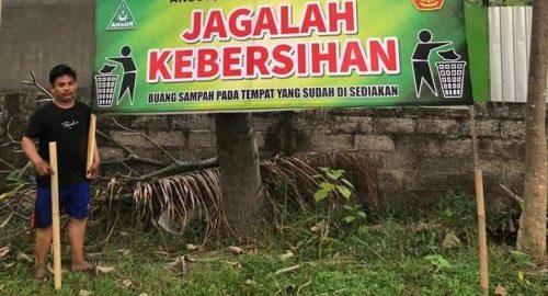 Jaga Kebersihan Area Makam, PAC Ansor Banjar-Buleleng Pasang Spanduk Himbauan